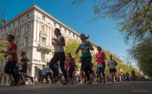 Momentsissa ikimuistoisia hetkiä riitti. En ole ikinä nähnyt yhtä paljoa juoksijoita, kuin hotellin ohi sunnuntaina painelleet lähes 30 000 puolimaratonille osallistunutta.