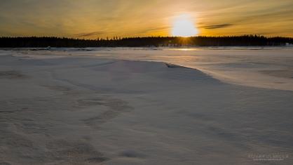 Järven pohjan harjanne on saanut jääkannen.