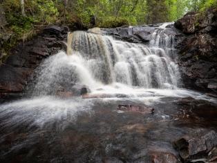 Muiden Korouoman alueen putousten tavoin Kerokönkään vesi on kristallinkirkasta.